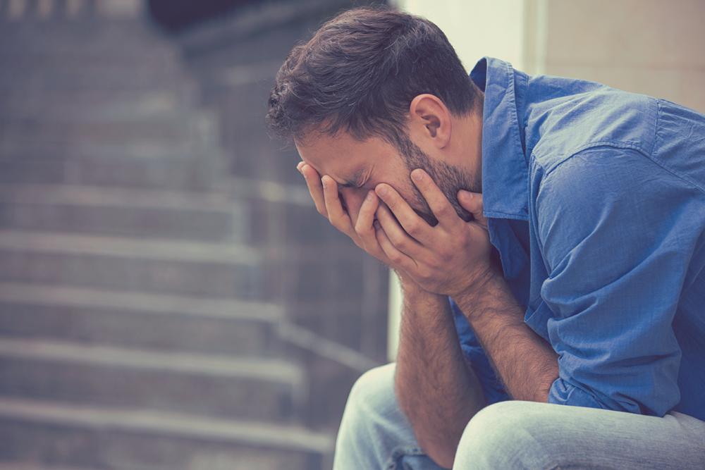 男性が「泣く」場面・パターン2 あなたと関係無いことで泣く